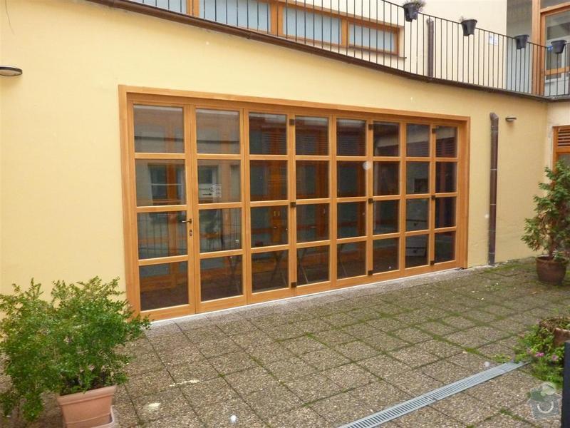 Dveře - posuvná stěna masív s izolačním dvousklem: P1030458_Large_