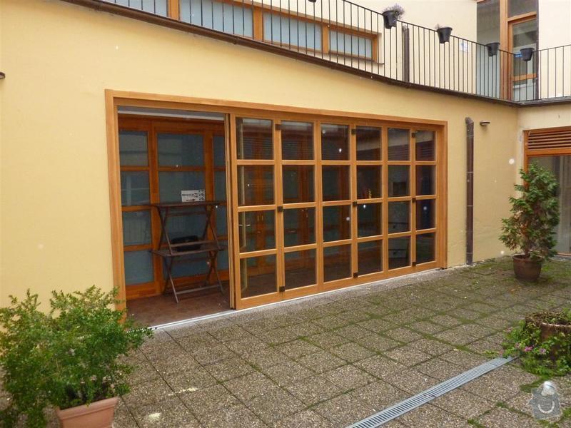 Dveře - posuvná stěna masív s izolačním dvousklem: P1030459_Large_