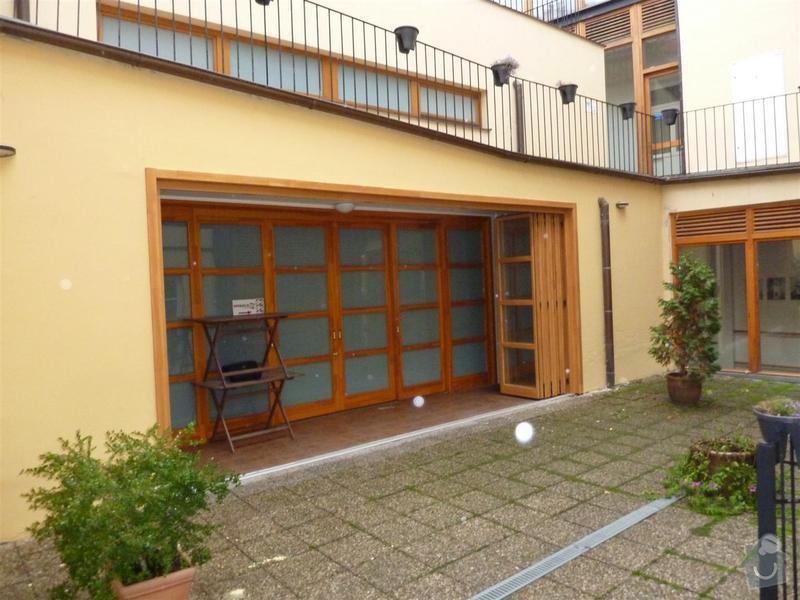 Dveře - posuvná stěna masív s izolačním dvousklem: P1030460_Large_