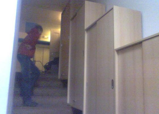 Vestavěná skříň, skříně na schody