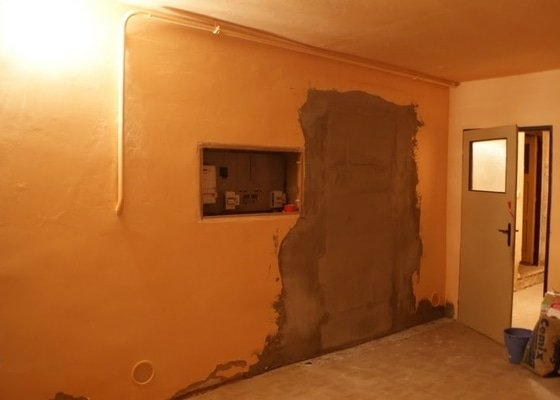Omítání stěn, natažení perlinkou a drobné zednické práce