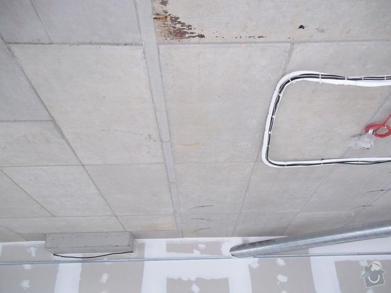 Kruhové podhledy v kanceláři: 104_0733