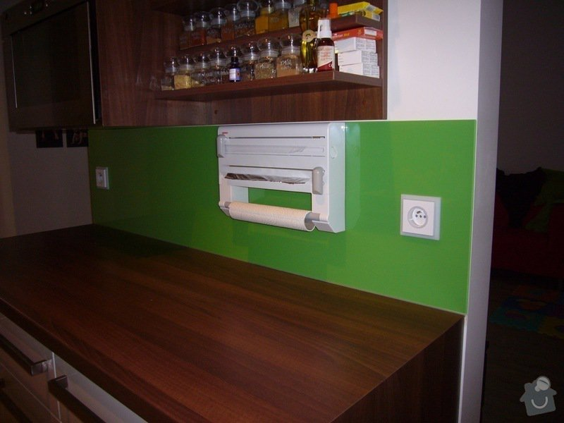 Skleněný obklad na záda kuchyně: P1140518
