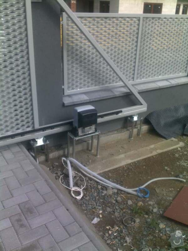 Nesené vjezdové brány, karusel na popelnici, vchodová branka, zábradlí zahradní terasy: 17082011661