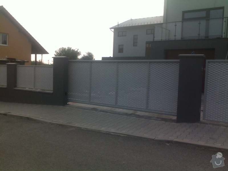 Nesené vjezdové brány, karusel na popelnici, vchodová branka, zábradlí zahradní terasy: 17082011664