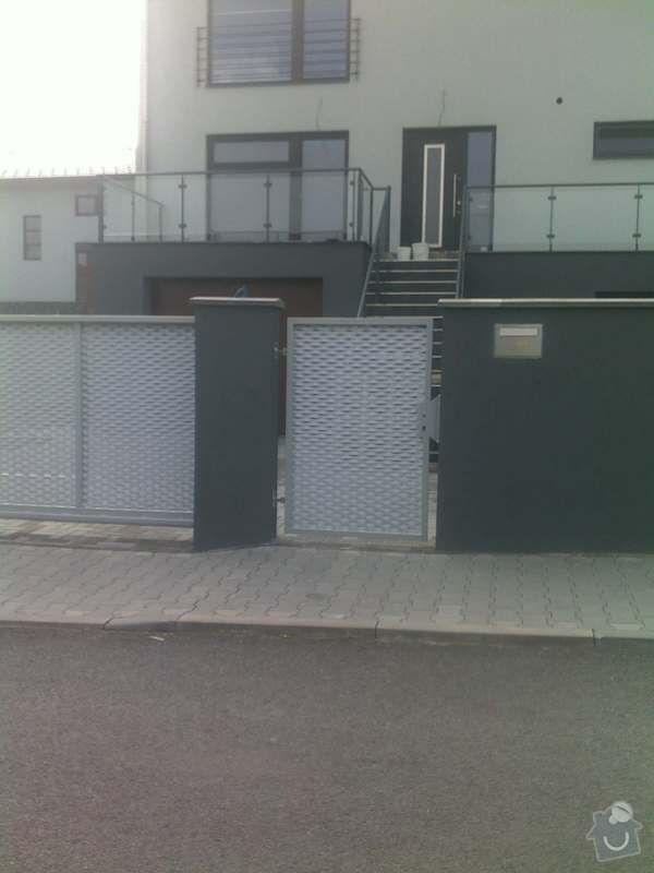 Nesené vjezdové brány, karusel na popelnici, vchodová branka, zábradlí zahradní terasy: 17082011665