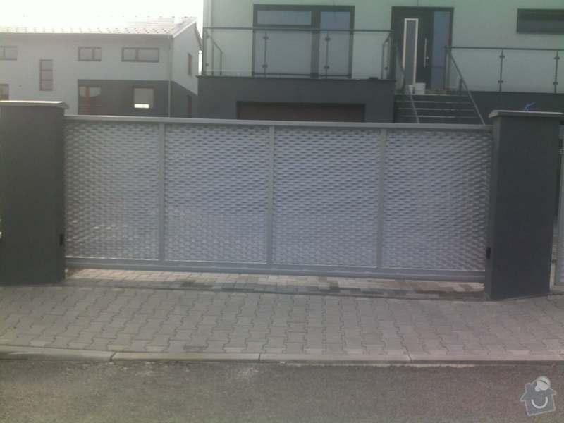 Nesené vjezdové brány, karusel na popelnici, vchodová branka, zábradlí zahradní terasy: 17082011667