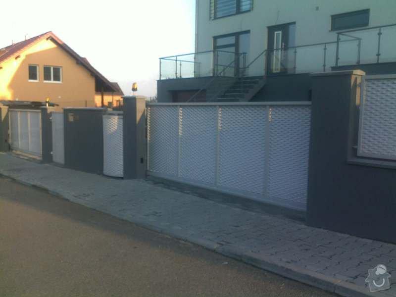 Nesené vjezdové brány, karusel na popelnici, vchodová branka, zábradlí zahradní terasy: 21102011747