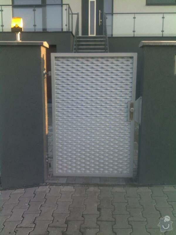 Nesené vjezdové brány, karusel na popelnici, vchodová branka, zábradlí zahradní terasy: 21102011749