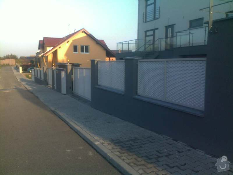 Nesené vjezdové brány, karusel na popelnici, vchodová branka, zábradlí zahradní terasy: 21102011750
