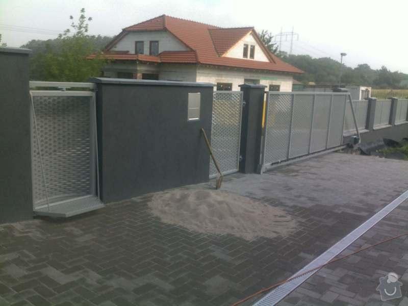 Nesené vjezdové brány, karusel na popelnici, vchodová branka, zábradlí zahradní terasy: Nesena_brana_tahokov_zinek_komaxit