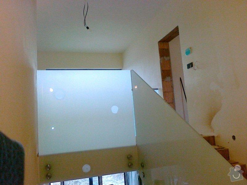 Skleněné zábradlí schodiště a galerie s nerezovým madlem: 030