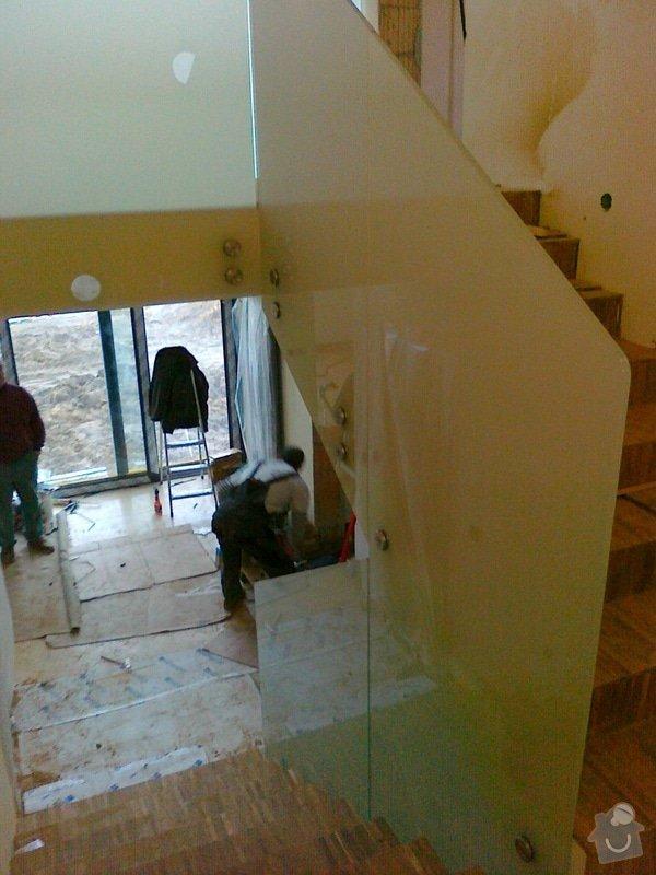Skleněné zábradlí schodiště a galerie s nerezovým madlem: 031