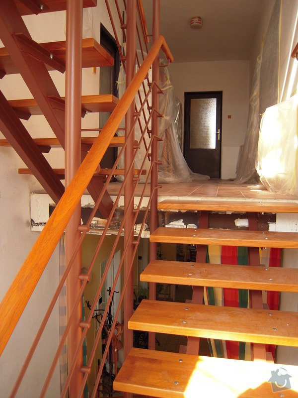 Rekonstrukce schodiště: DSCN1702