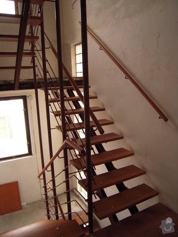 Rekonstrukce schodiště: DSCN1771