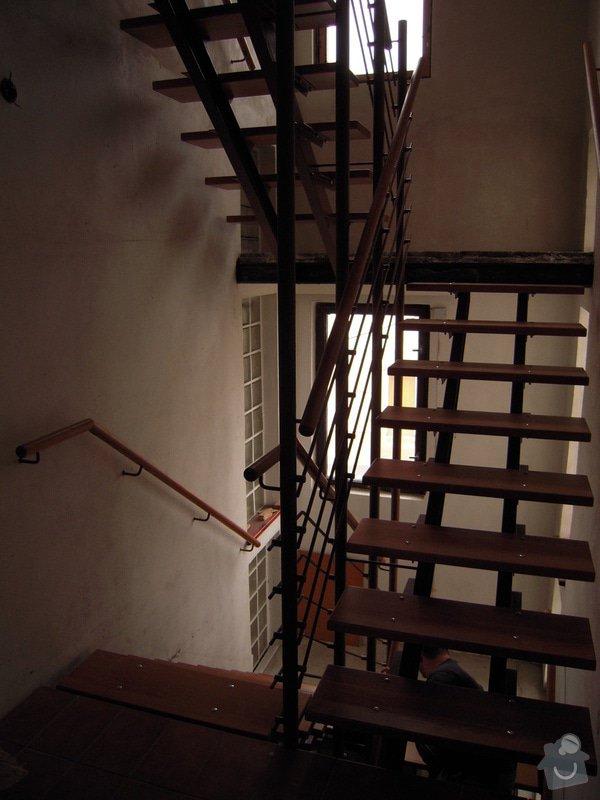 Rekonstrukce schodiště: DSCN1772