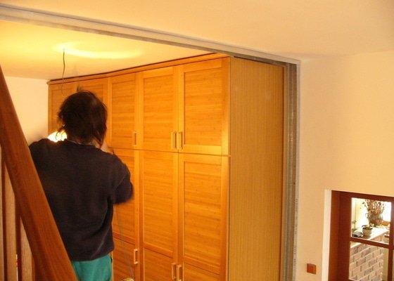 Sádrokartonové příčky a posuvné dveře