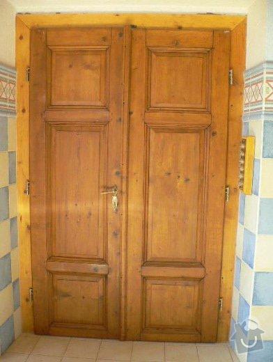 Dvojkřídlé dveře venkovní, umístěné do dvora statku: normal_Dvere_renovace01