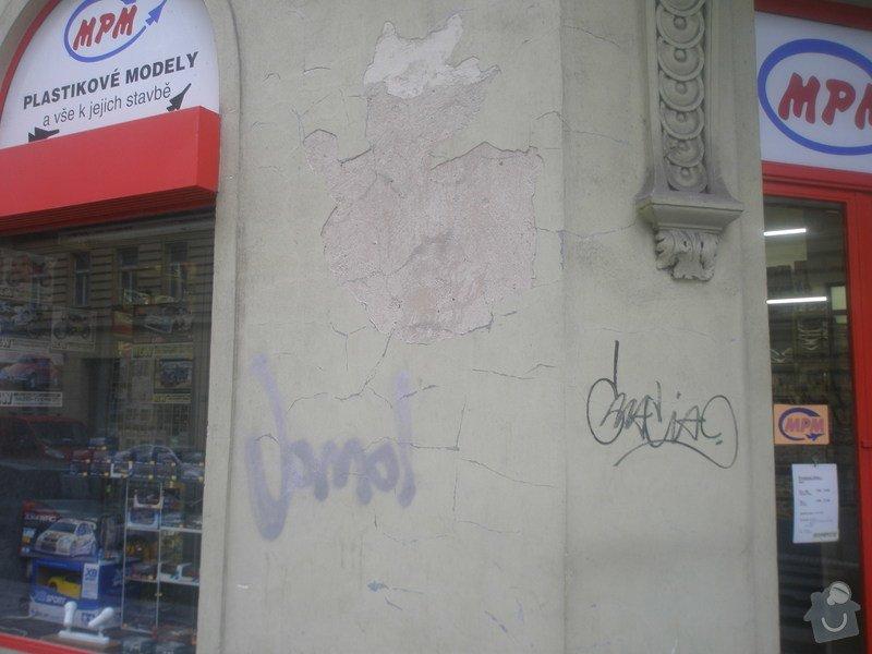 Nátěr fasády s vyspravením podkladu a nátěr výloh: P1010282