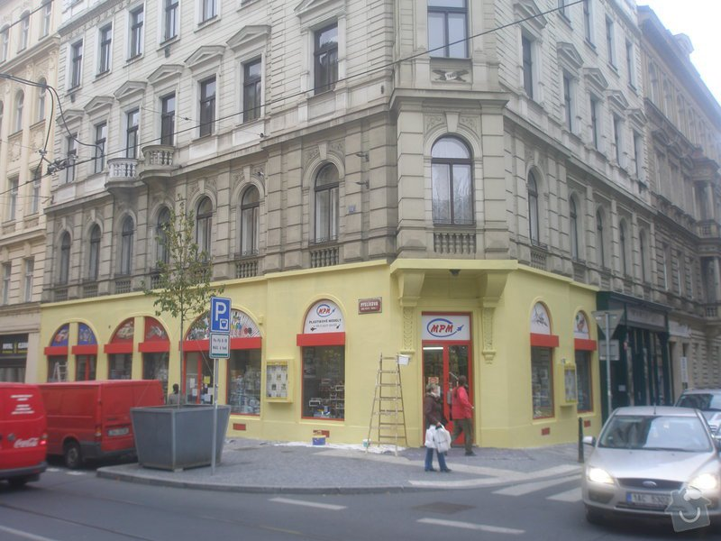 Nátěr fasády s vyspravením podkladu a nátěr výloh: P1010283