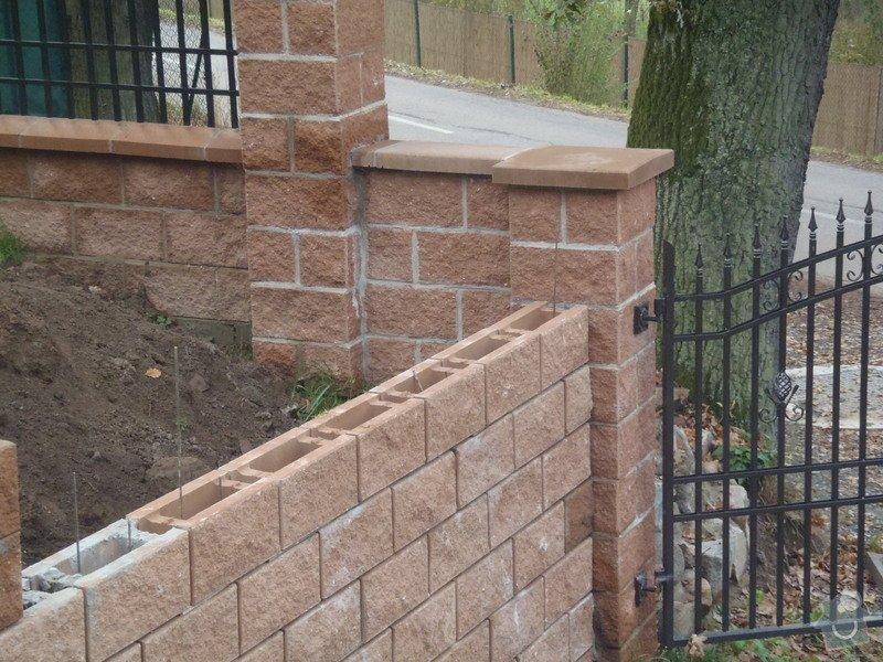 Stavba opěrné stěny z KB bloků: PA290353
