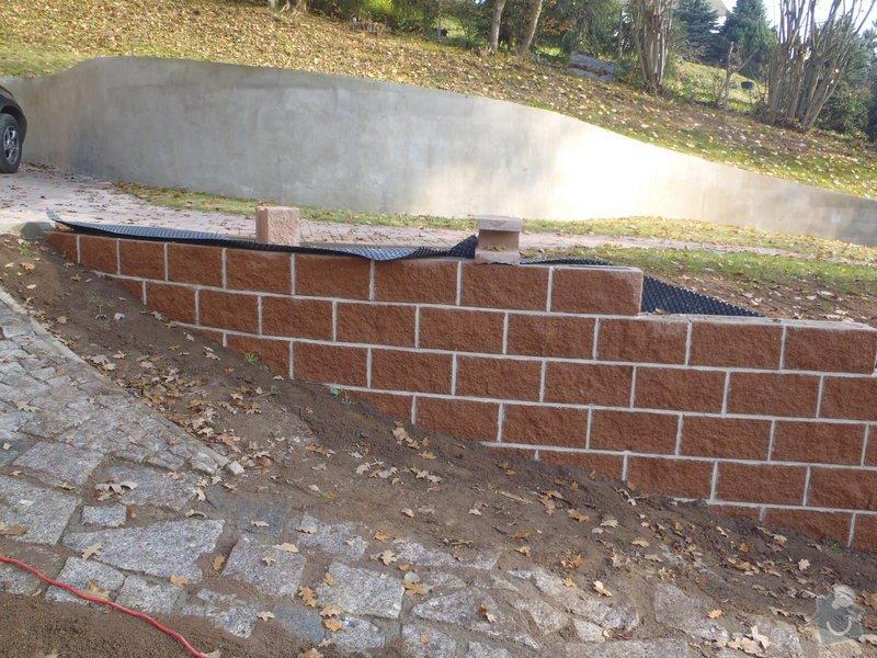 Stavba opěrné stěny z KB bloků: PB060483