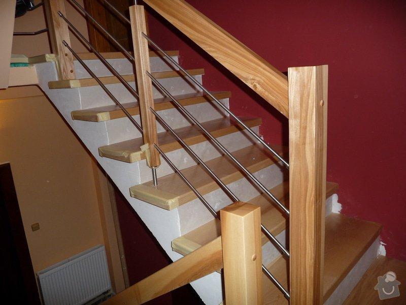 Schody za zábradlí schodiště z Jasanu: P1050681