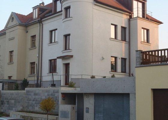 Rekonstrukce starého domu, stavba garáže