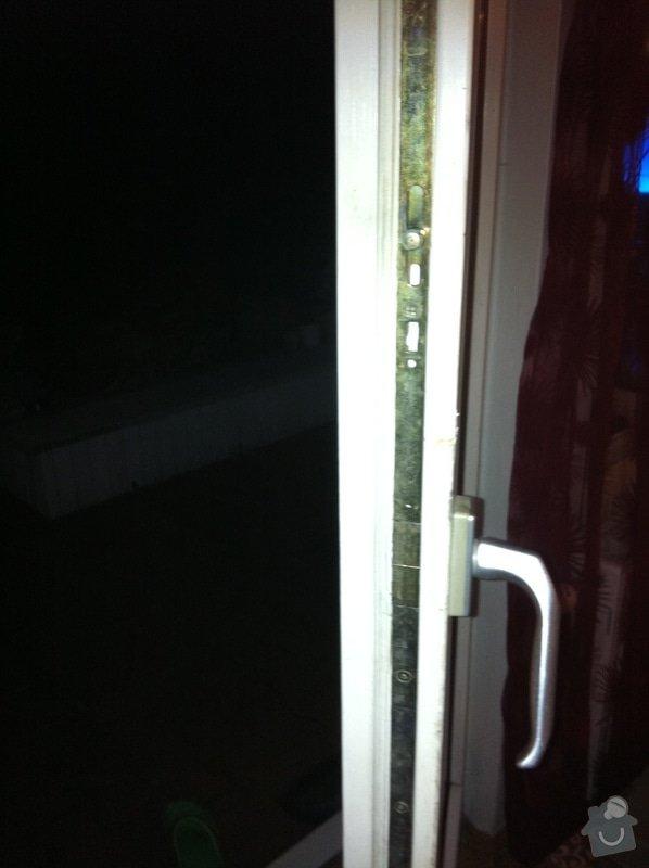Opravu balkonových dveří - zavírání: Nefunkcni_balkonove_dvere