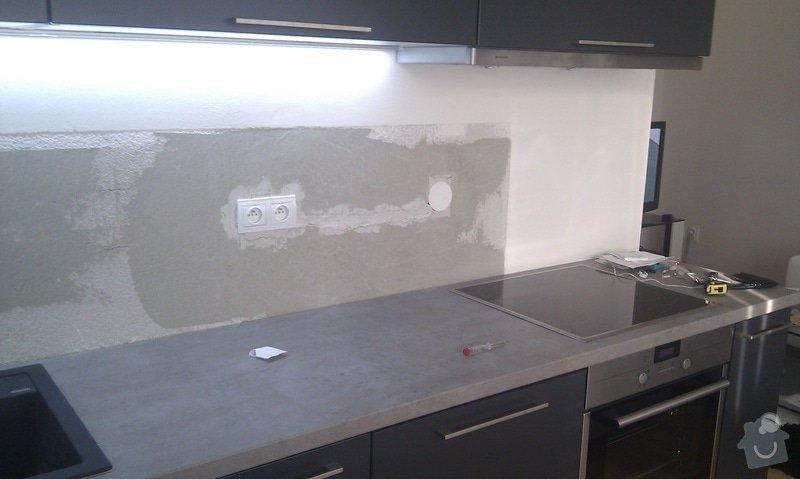 Kuchyňská linka, skleněný obklad: IMAG0077