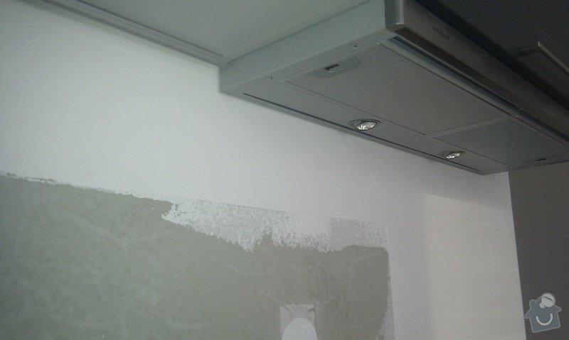 Kuchyňská linka, skleněný obklad: IMAG0079