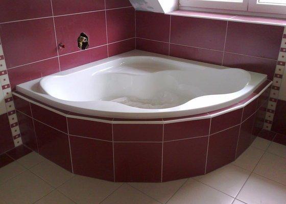 Obkládání koupelny v RD,zazdění vany a dlažba