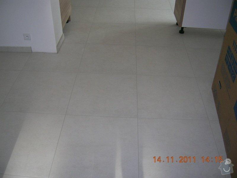 Obložení koupelen a WC: DSCN4197