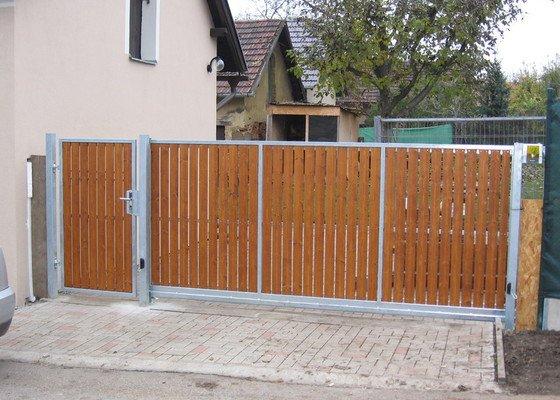 Samonosná brána a branka