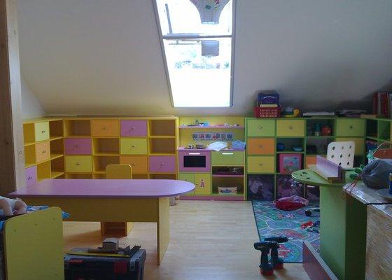 Výroba dětského pokoje, terasy kolem bázenu a nábytku do kanceláře