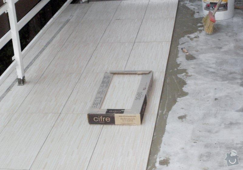 Rekonstrukce dlažby na terase. Odstranění staré dlažby, srovnání, hydroizolační stěrka a pokládka nové dlažby.: PB010229