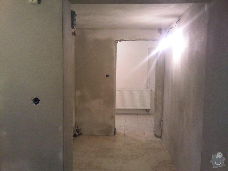 Renovace omítek v chodbě a 1 malé místnosti: Fotografie011