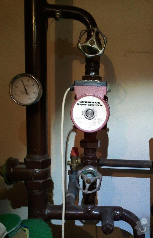 Topení - výměna cirkulalčního čerpadla u plynového kotle a 3 starých regulátorů u topení za nové, termostatické.: Cerpadlo_s_uzaviracimi_kohouty