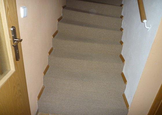 Obložení betonového schodiště + chodby dřevem