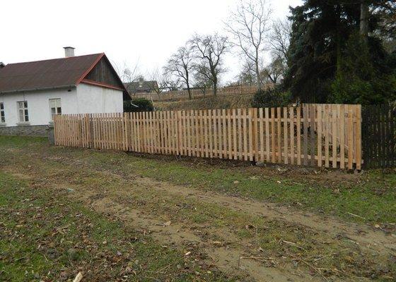 Dřevený chalupářský plot