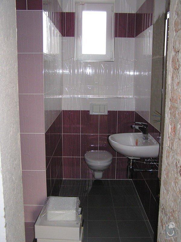 Výstavba dvou koupelen, položení podlah: 0417