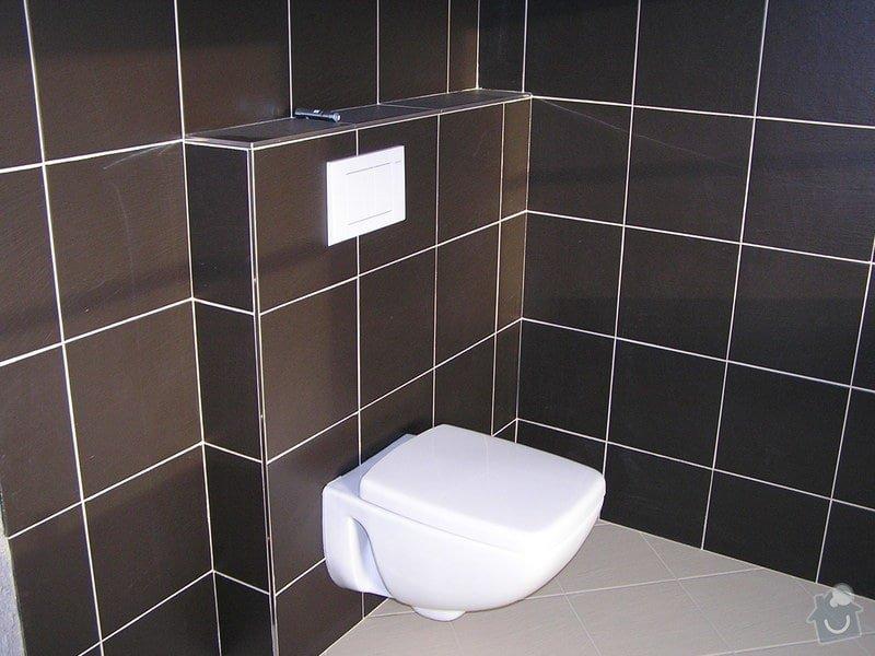 Výstavba dvou koupelen, položení podlah: 0420