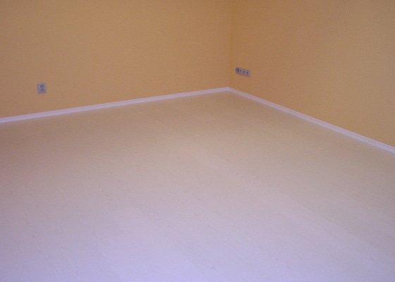 Výstavba dvou koupelen, položení podlah