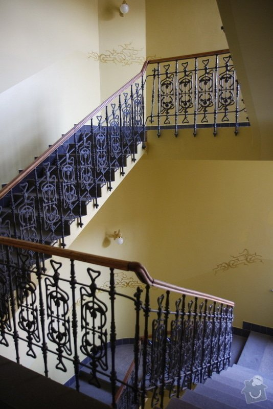Výmalba a renovace zábradlí ve společných prostorách domu: 16
