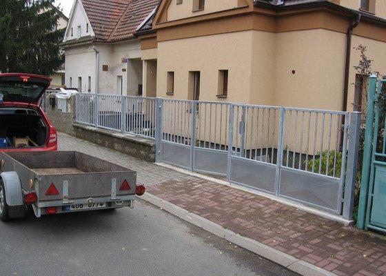 Stavba plotu