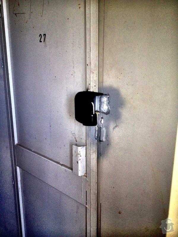 Oprava nebo náhrada vylomené kovové petlice: IMG_0195