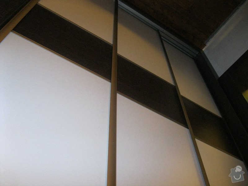 Šatna na míru s posuvnými dveřmi: IMG_0197