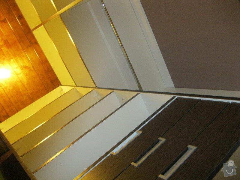 Šatna na míru s posuvnými dveřmi: IMG_0189