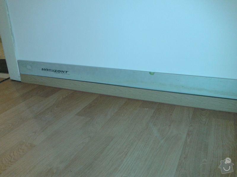 Pokládku laminátové plovoucí podlahy: Podlaha_obyvak_lista_u_dveri_I