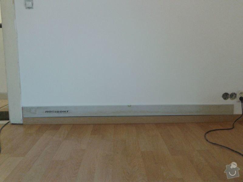 Pokládku laminátové plovoucí podlahy: Podlaha_obyvak_lista_u_dveri